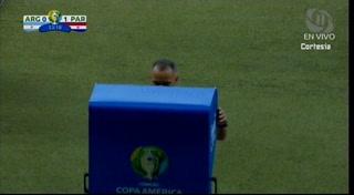 Lionel Messi anota de penal a Paraguay gracias al VAR en la Copa América