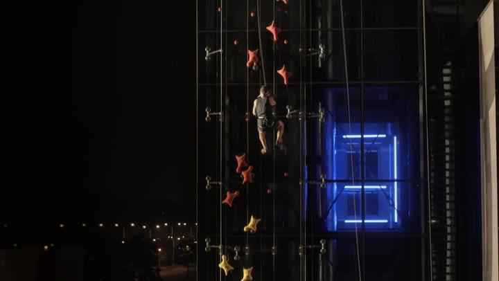 Reto Red Bull: Escala más rápido que un ascensor