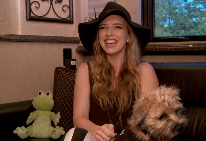 """Festivals: Firefly 2013: On ZZ Ward's Tour Bus Meet Her Adorable Dog """"Miss Muddy Waters"""""""