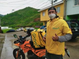 Ronal Montoya, el jugador de la Upnfm que ahora trabaja como repartidor de comida en Tegucigalpa