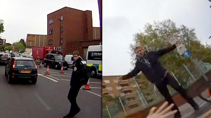 Her løper han etter og slår ned kvinne på sykkel