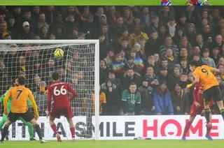 El golazo de Raúl Jiménez al Liverpool en la Premier League