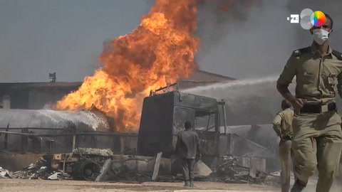 Se elevan a 23 los muertos por el incendio de una fábrica en Jartum