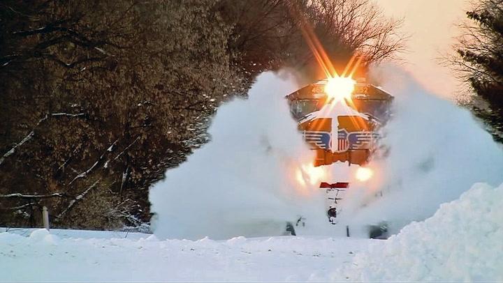 Dette toget lar seg ikke stanse av snøkaos