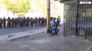 Violento desalojo de pobladores que claman por comida en la capital