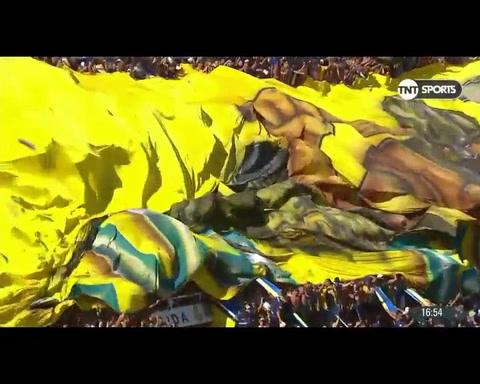 Central desplegó su bandera gigante para un festejo interminable