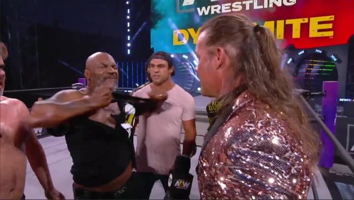 El show de Mike Tyson en la lucha libre que acabó en batalla campal