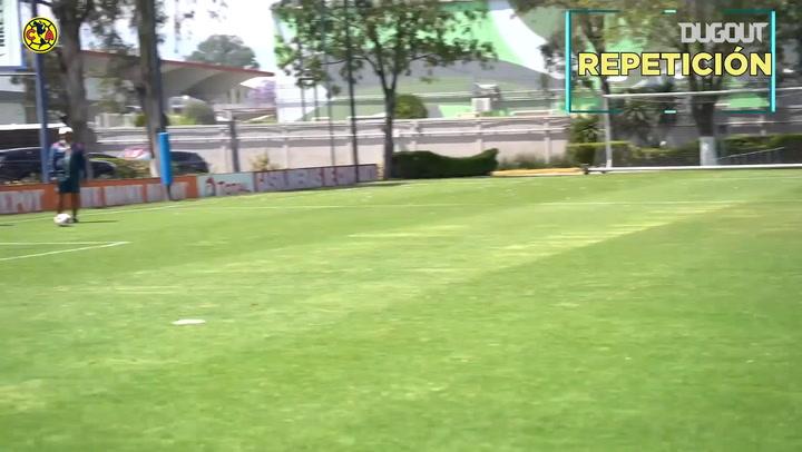 Los jugadores del Club América se retan en esta práctica de tiro