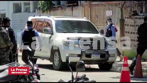 Detienen a hijo de Miguel Carrión por llevarse carro de escena del crimen