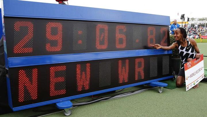 """La holandesa Sifan Hassan bate el récord del mundo de 10.000 m (29'06""""82)"""