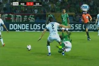 ¡Auch!  La dolorosa falta que recibió Edwin Solani en el Marathón vs Santos