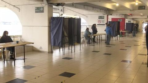 Los chilenos empiezan a elegir a los redactores de su nueva Constitución