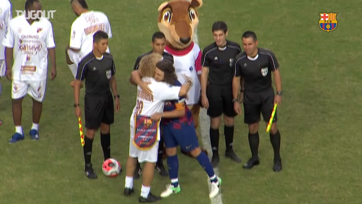 Carles Puyol makes his debut with Barça Legends