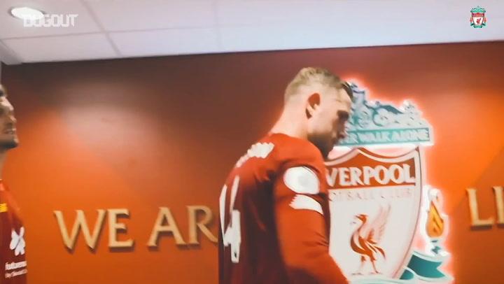 Những khoảnh khắc ấn tượng ngoài sân cỏ của Liverpool (2020)