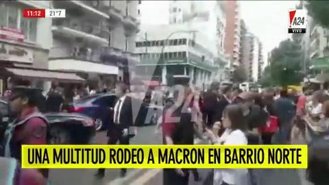 Macrón caminó por barrio Norte y una multtud le pidió una selfie