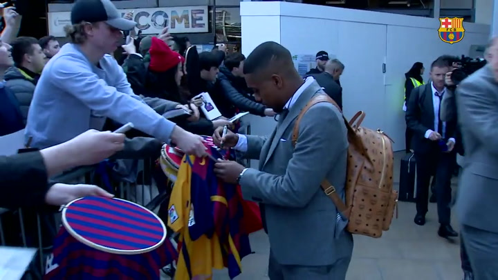 El Barça llega al aeropuerto de Manchester rodeado de una gran expectación entre los aficionados
