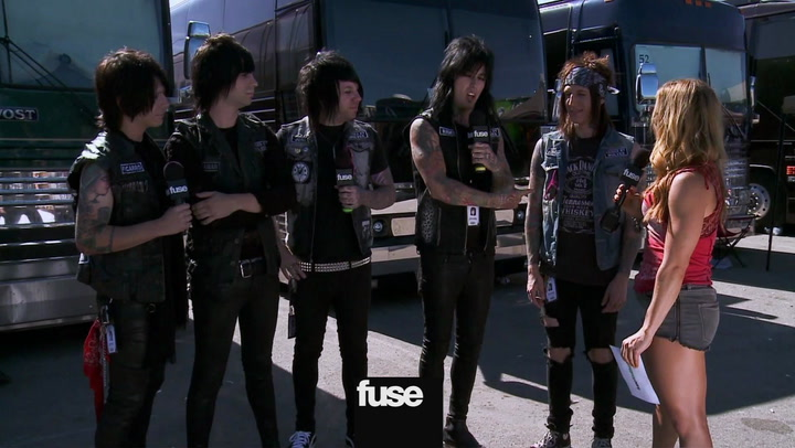 Festivals: Warped Tour:Falling in Reverse Explain Their Matching Vests and What Inspired Them