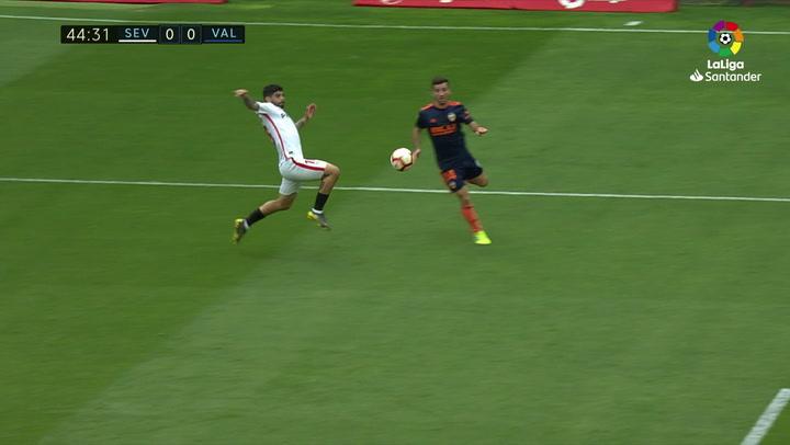 LaLiga: Sevilla - Valencia. Gol de Parejo de penalti en el minuto 46 (0-1)