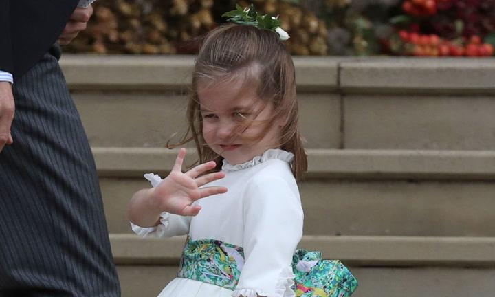 La princesa Charlotte y su simpático saludo al público