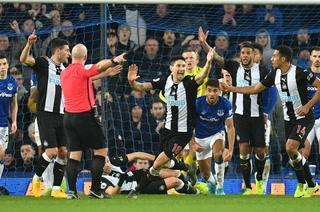 Everton ganaba 2-0, pero Newcastle le empató con goles al 94 y 95