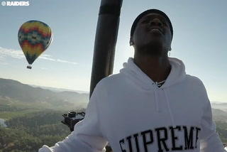 Raiders WR Antonio Brown arrives in Napa in a hot air balloon, injury updates – VIDEO