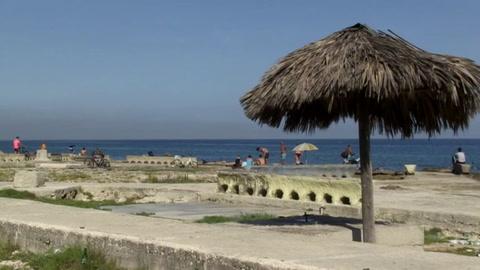 La Habana está de vuelta: todos al malecón, pero con mascarilla