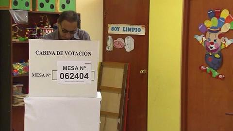 Peruanos votan sobre eliminación de la reelección parlamentaria