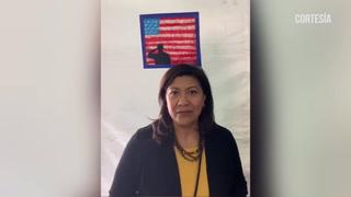 Congresita Norma Torres habla con niño hondureño en un centro migrante de Florida