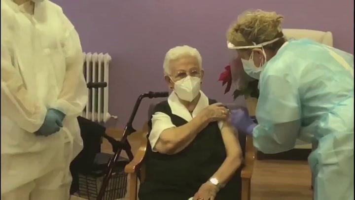 Araceli, de 96 años, la primera persona vacunada contra la Covid-19 en España