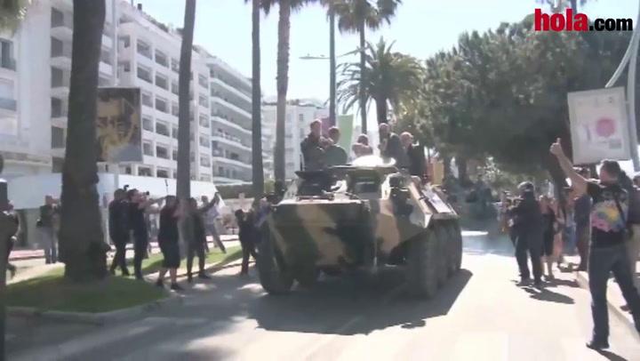 Con tanques, músculos y buen humor, los mercenarios tomaron las calles de Cannes