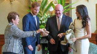 Enrique y Meghan reciben regalos para el bebé en Australia