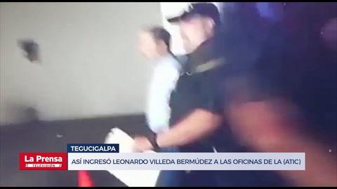 Leonardo Villeda Bermúdez a su llegada a las oficinas de la Atic
