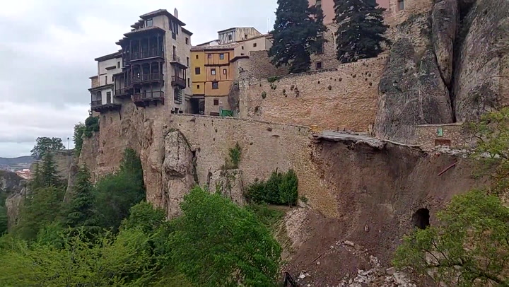 Se derrumba parte de la calle Canónigos de Cuenca, en pleno Casco Histórico