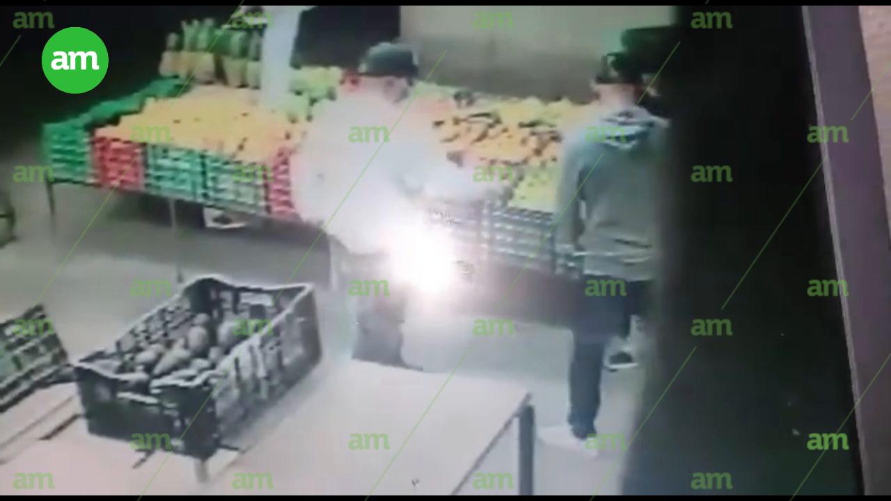 Video: Captan a 'motoratones' asaltando a frutería