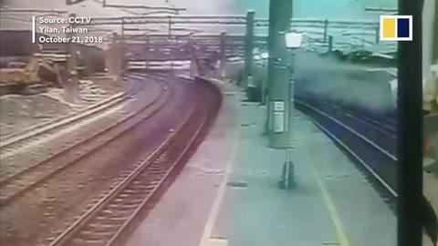 El impactante momento en que descarriló el tren de Taiwán
