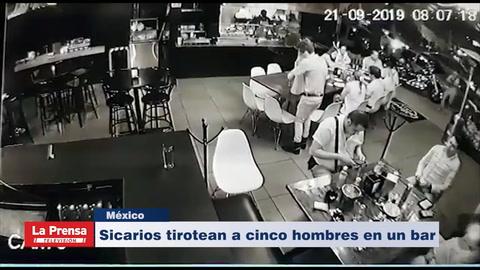 Sicarios tirotean a cinco hombres en un bar en México