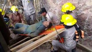 Rescatan a hombre que quedó soterrado en la colonia Villa Nueva