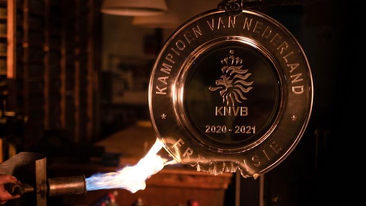 El Ajax funde su trofeo liguero y hace 42000 estrellas para repartirlas entre sus socios