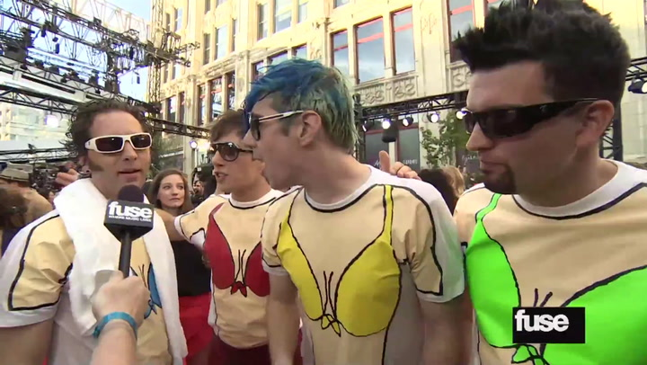 Marianas Trench Arrive at the MMVAs Dressed as Mermen