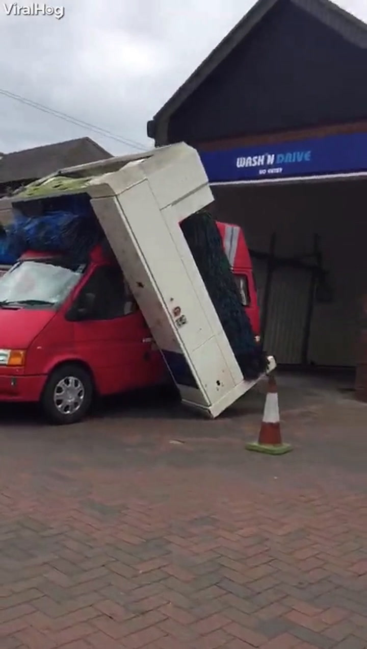 Well, This Car Wash Certainly Didn't End Well