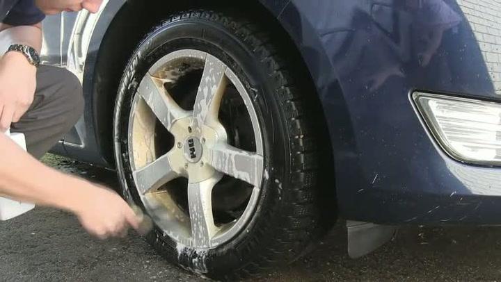 Bilpleie: Hvordan fjerne fastbrent bremsestøv