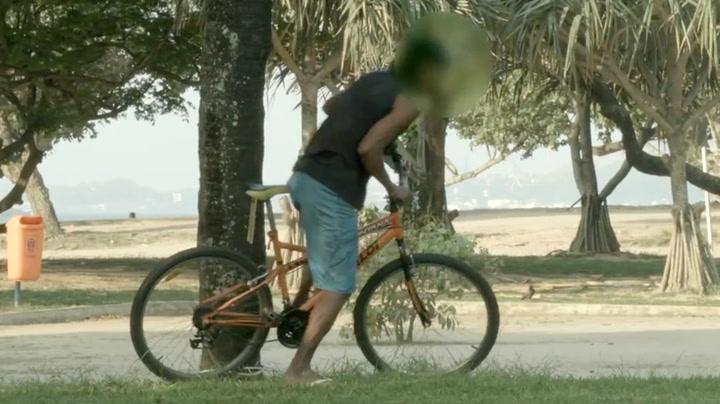 Tyven skal stjele sykkelen - men ser ikke fella