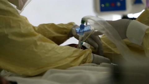 Biden, con más de 25 millones de casos en EE.UU., intenta apurar vacunación