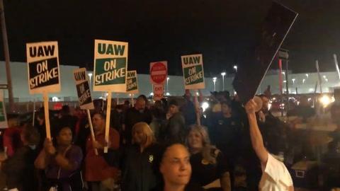 Unos 50.000 empleados de GM a huelga en EEUU