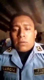 Policía que falleció en enfrentamiento le había cantado a los padres de Honduras