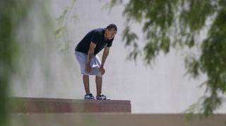 Las Vegas Library on lockdown; police find man on roof