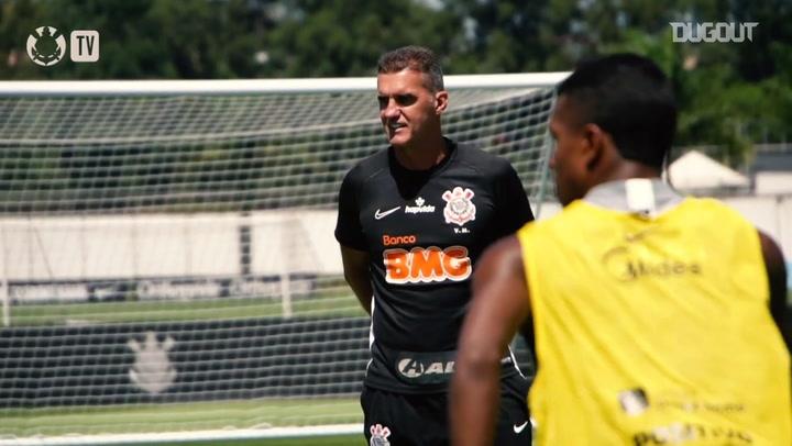 Com treino tático, Corinthians encerra preparação para jogo contra o Inter