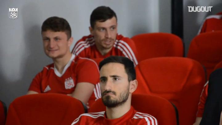 Sivasspor Oyuncuları Ve Teknik Heyeti Korona Virüsü Hakkında Bilgilendirildi