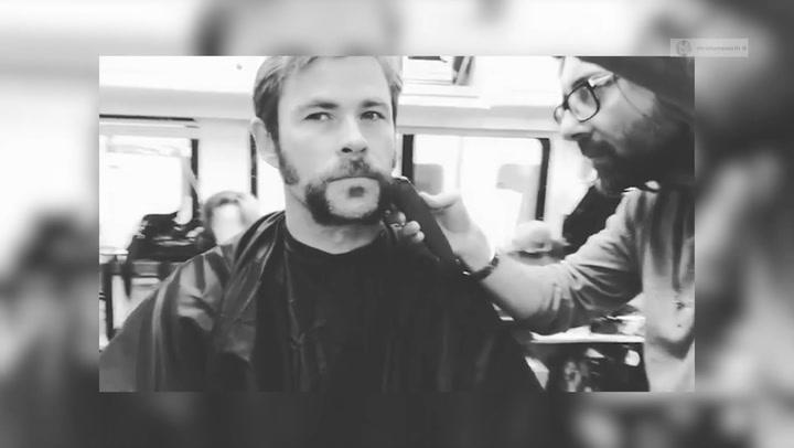 El curioso cambio de \'look\' estilo retro de Chris Hemsworth