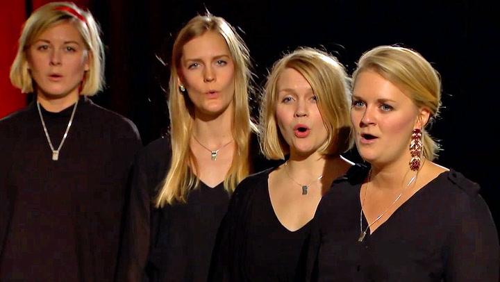 Jentene synger julen inn slik du aldri har hørt det før